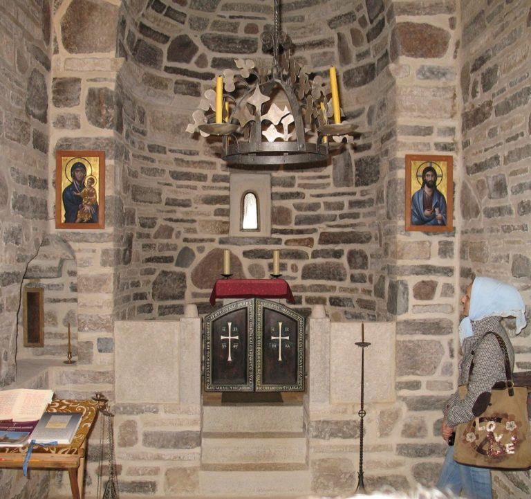 Интерьер храма в Гверстони