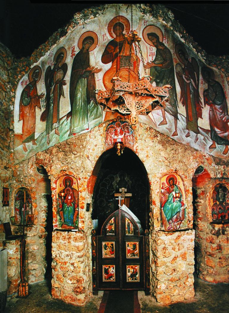 Интерьер скита Св. Духа в Ле-Мениль-Сен-Дети