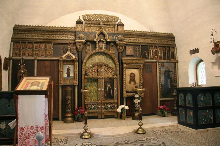 Интерьер церкви Спаса Нерукотворного в Абрамцево