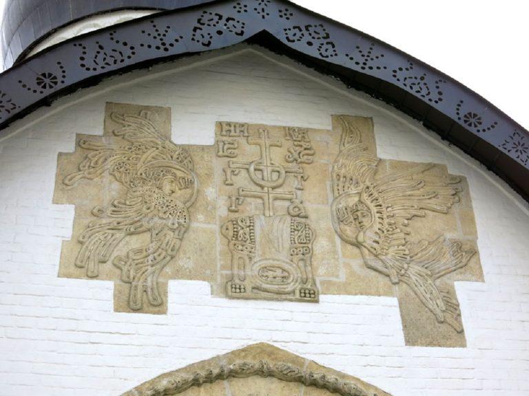 Каменная резьба Покровского храма Марфо-Мариинской обители