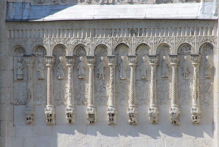 Каменные резные рельефы. Дмитровский собор. 1194—1197 гг.