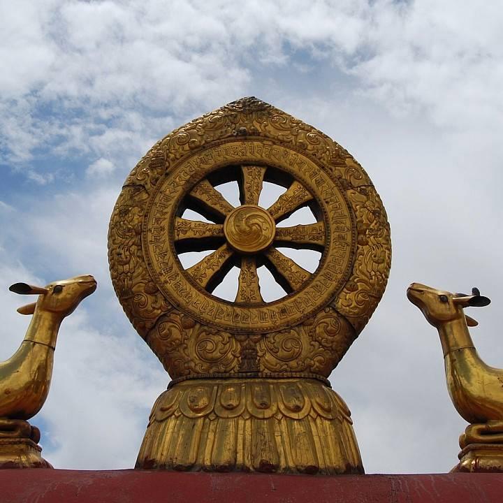 Колесо Дхармы с восемью спицами