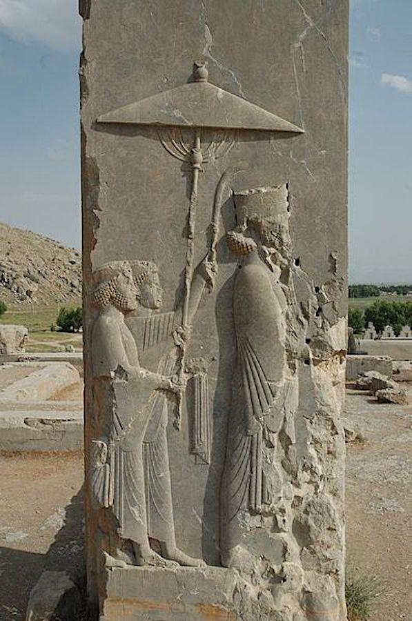 Ксеркс I у ворот своего дворца. Годы правления 486—465 гг. до н.э.