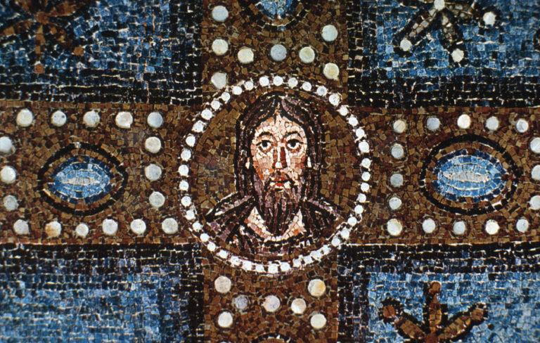 Лик Христа в центре Креста