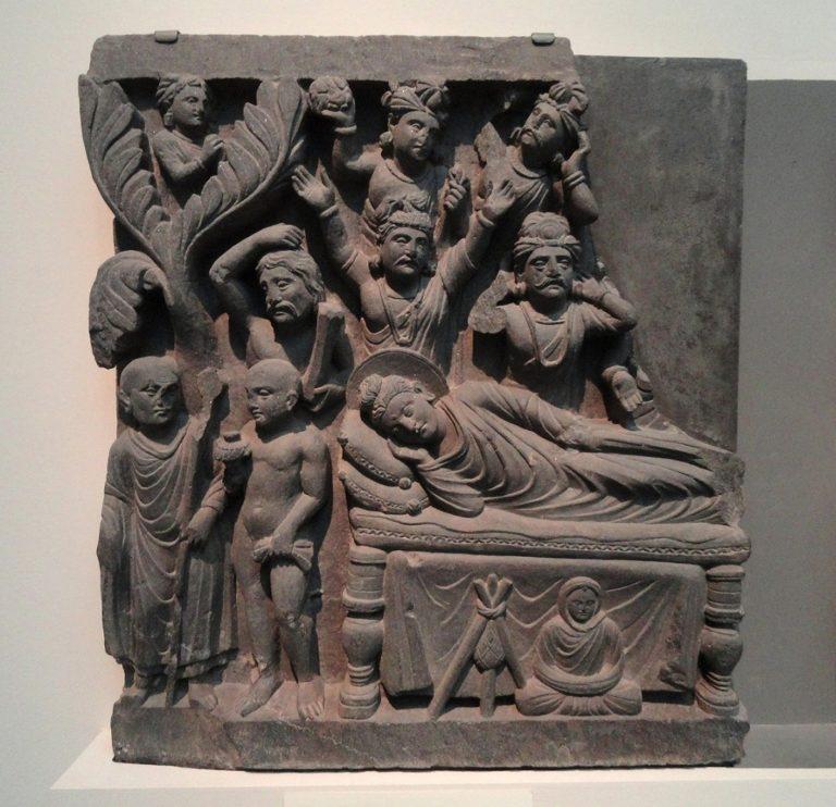Махакашьяпа встречает адживиков и рассказывает им о паринирване Будды