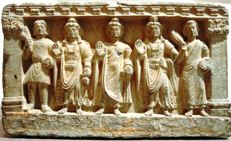 Махаянская триада, в том числе бодхисаттва Майтрея, Будда и бодхисаттва Авалокитешвара. II–III в.