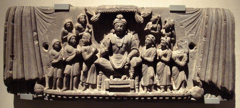 Майтрея с учениками. Гандхара, III в.