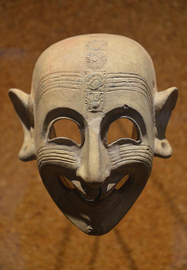 Маски, изображающие демонов, клались в могилы финикийцев