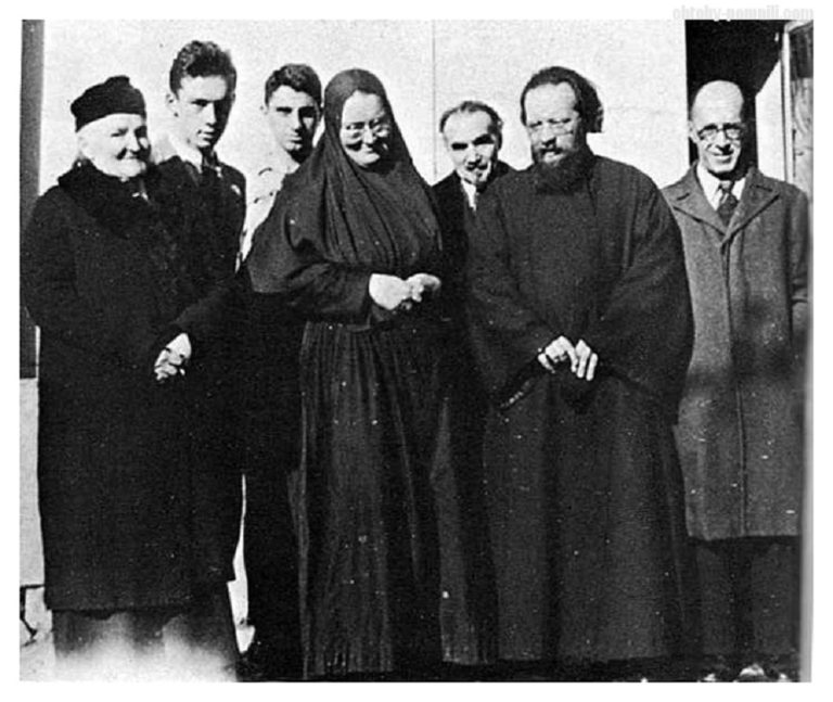 Мать Мария с соратниками