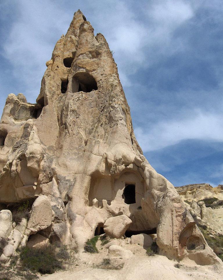 Монашеские кельи в скалах Гёреме