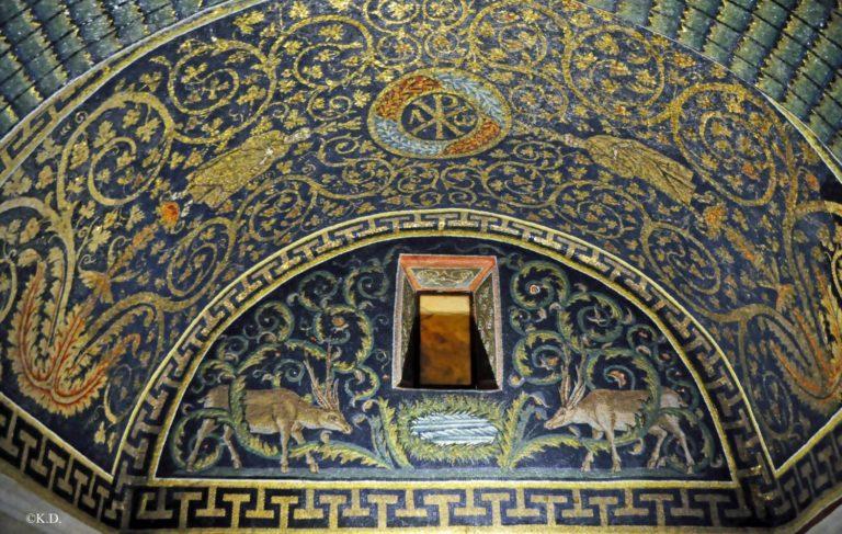Монограмма Христа на сводах мавзолея Галлы Плацидии. V в. Равенна