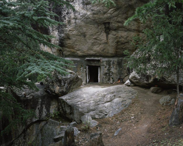 Пещеры отшельников в лесу
