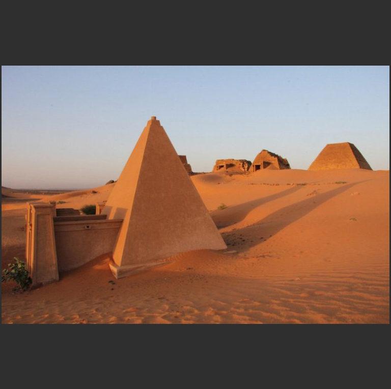 Пирамиды Мероэ. Между 592 г. до н.э. и 350 г. н.э. Судан