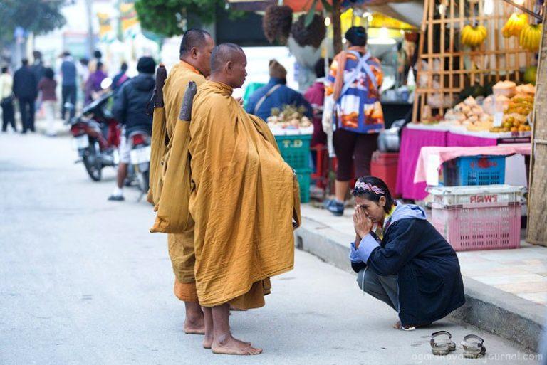 Почитание буддийских монахов