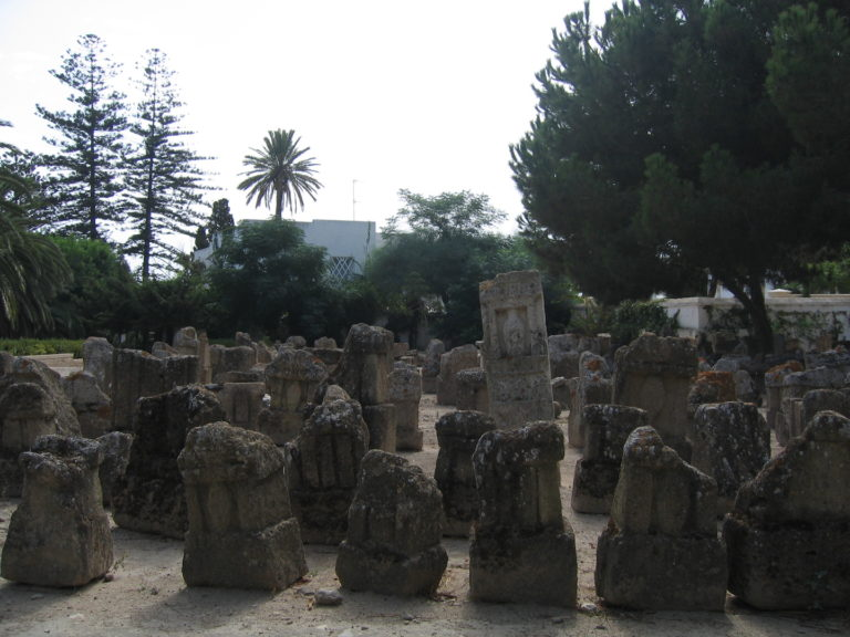 Погребальные стеллы на тофете – культовой площадке для жертвоприношений