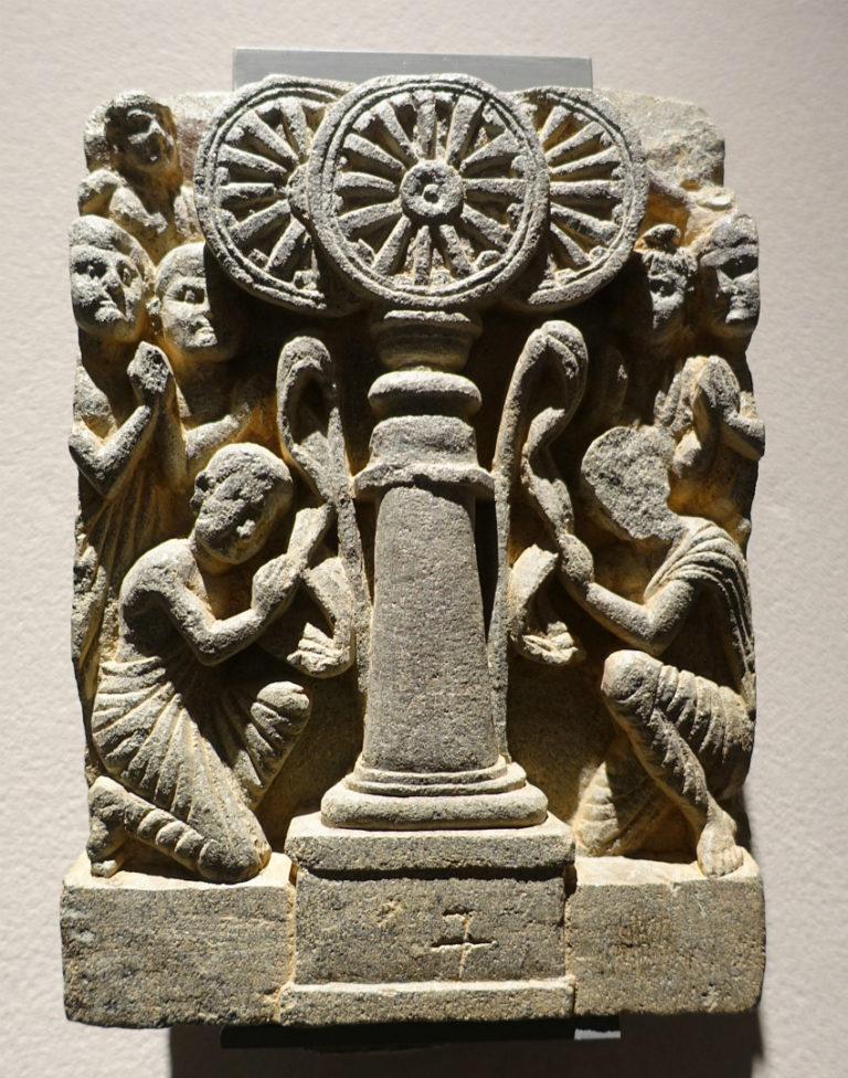 Поклонение Трём Драгоценностям (прибежищам). II в. Гандхара