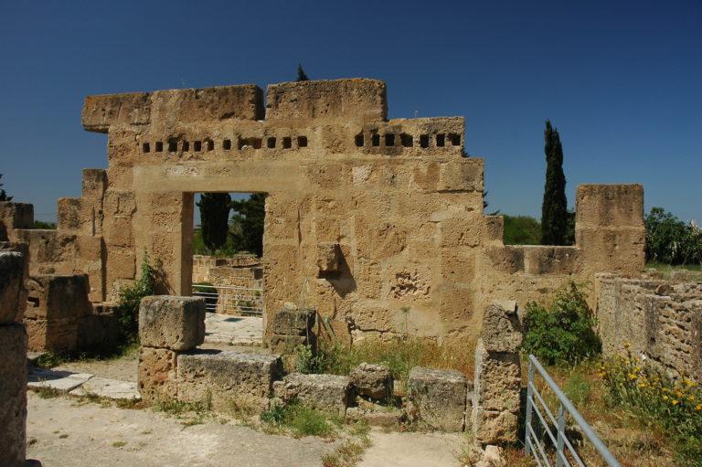 Развалины Ути́ки. С 1100 г. до н.э.