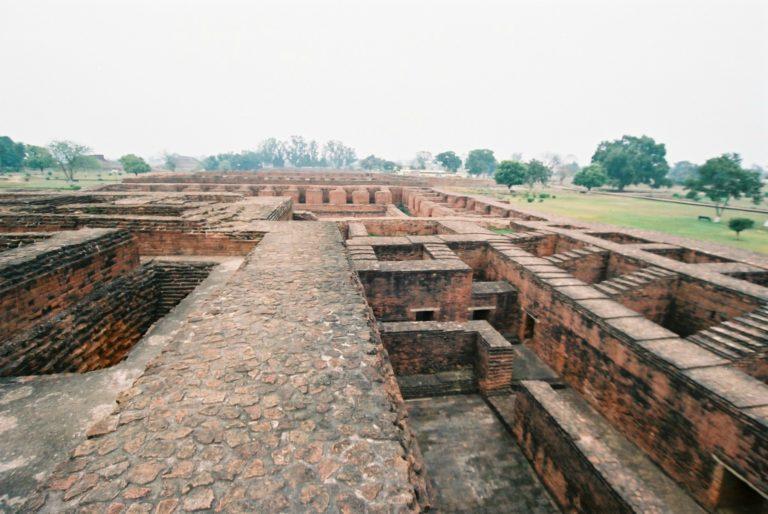 Руины Наланды. V–XII вв. Бихар