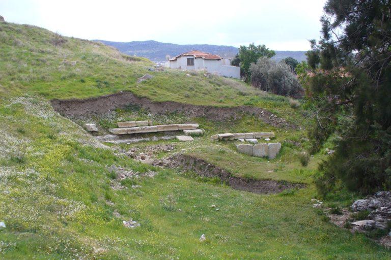 Руины античного театра в Фокее (др.-греч. Φώκαια)