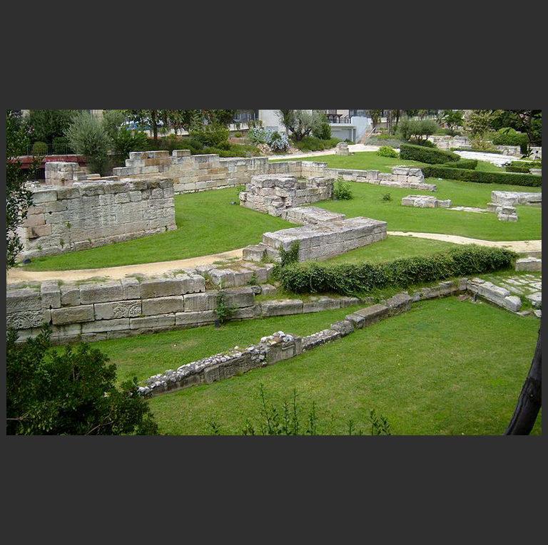 Руины древнего порта Массалии (Марселя)