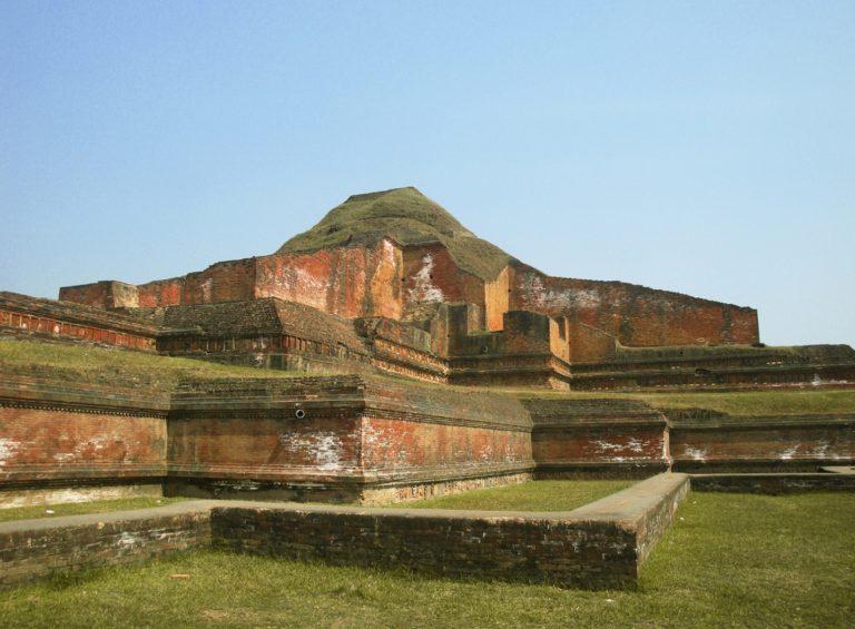 Руины вихары Сомапури