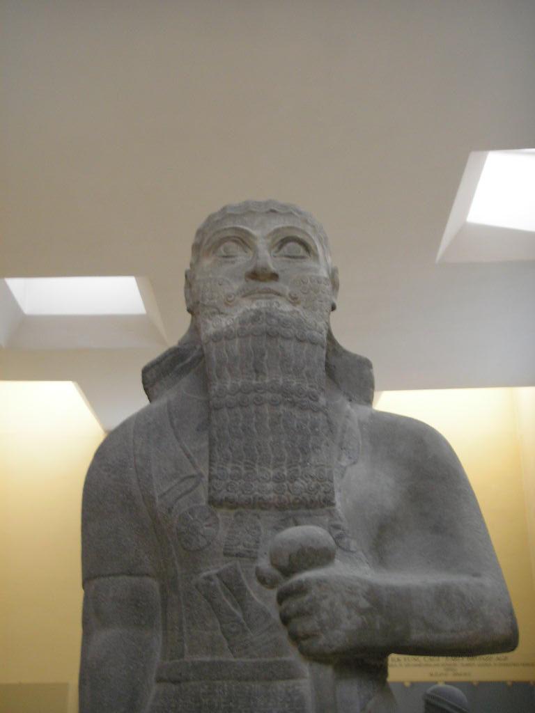 Салманасар III (Шульману-ашаред III; аккад. Шульману — предводитель)