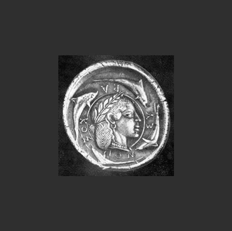 Серебряная греческая монета из Сиракуз в память о победе над Карфагеном. Ок. 479 г. до н. э.