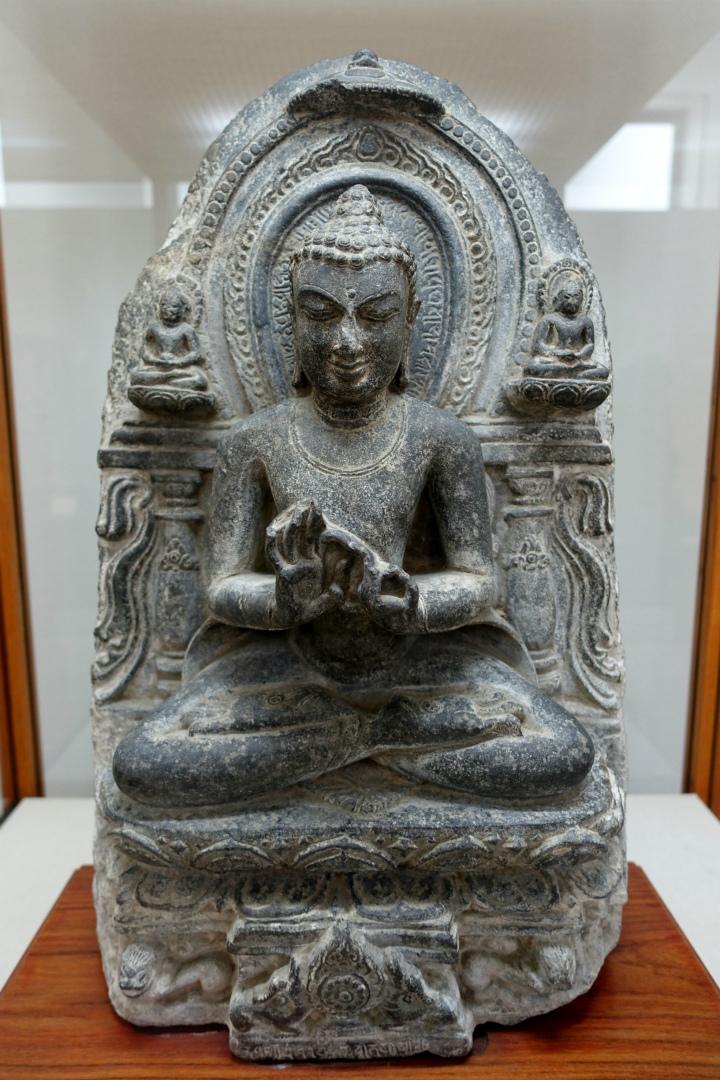 Сидящий Будда с колесом дхармы. Индия, X–XI вв.