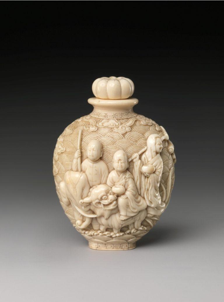Сосуд с фигурами буддистов. Китай, XIX в.