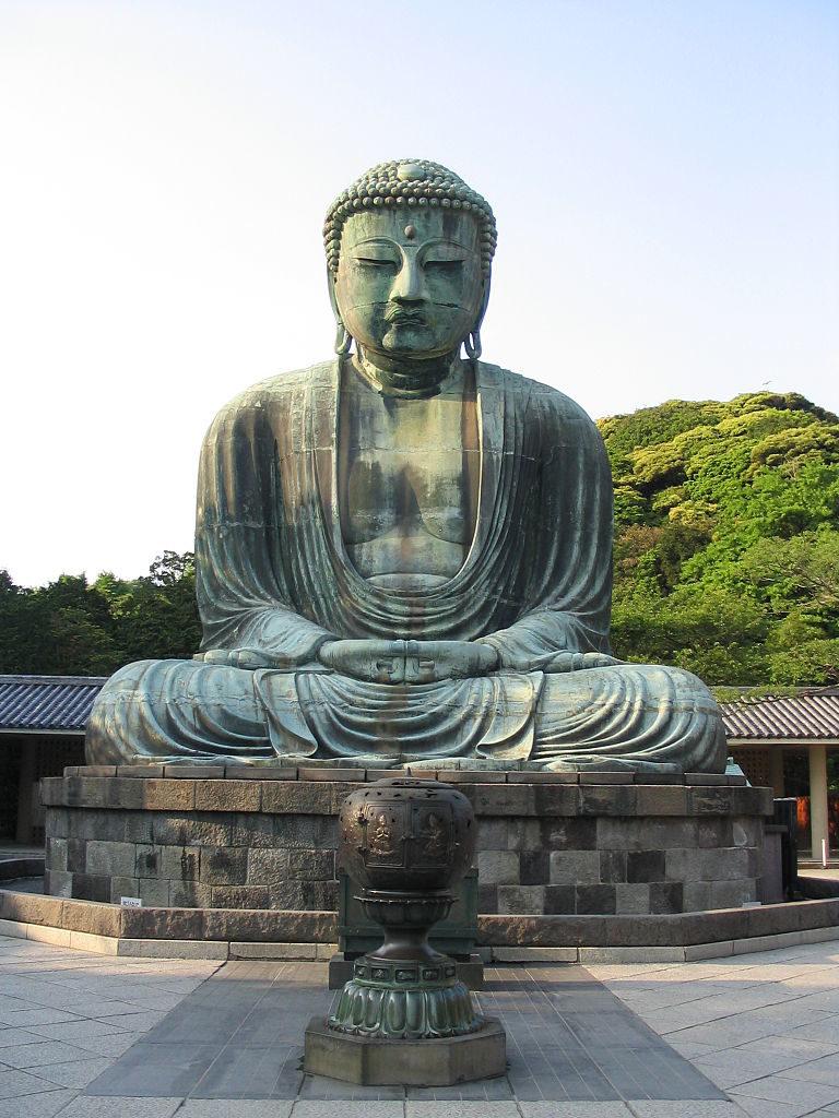Статуя «Большого будды» (Дайбуцу) Амитабхи. Построена в 1252 г.