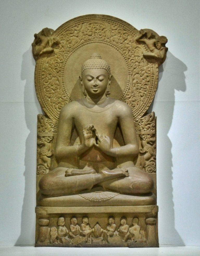 Статуя Будды в музее Сарнатха (Варанаси). IV в. н.э.