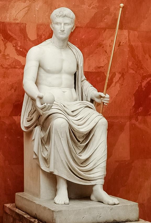 Статуя императора Октавиана Августа в виде бога Юпитера. Нач. I в. н.э.
