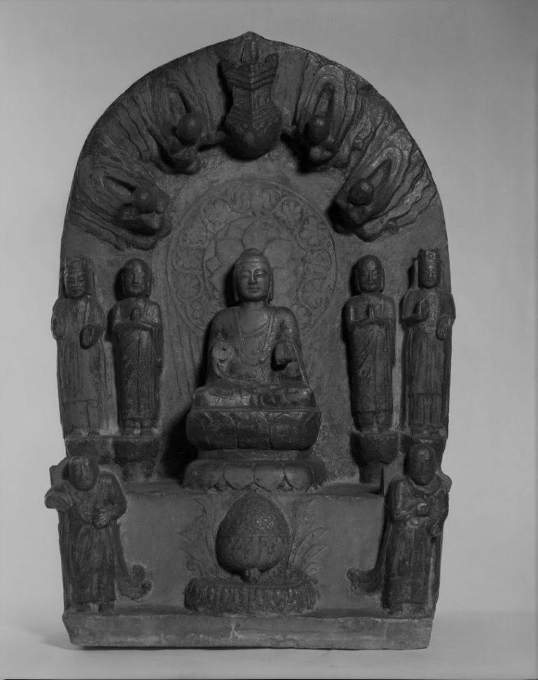 Стела с изображением Будды, медитирующим под деревом Бодхи. Китай, XV–XIX вв.