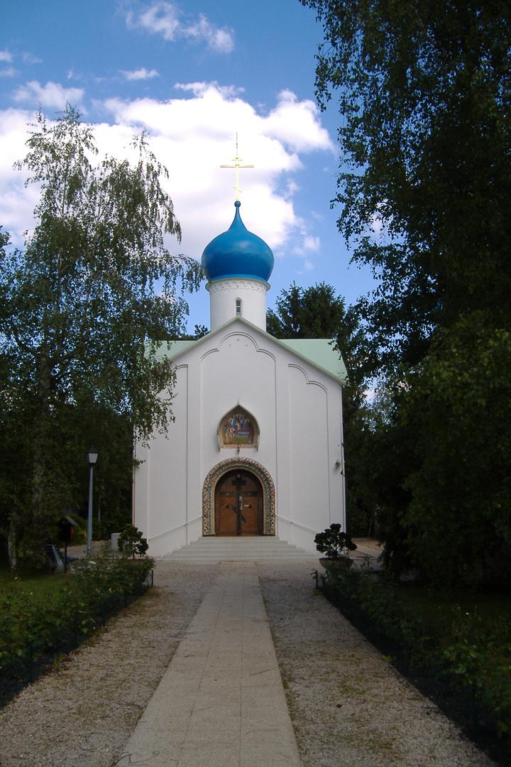 Церковь Успения Божией Матери на кладбище Сент-Женевьев-де-Буа