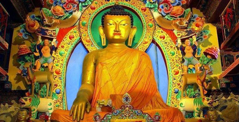 Восьмиметровая статуя Будды Шакьямуни