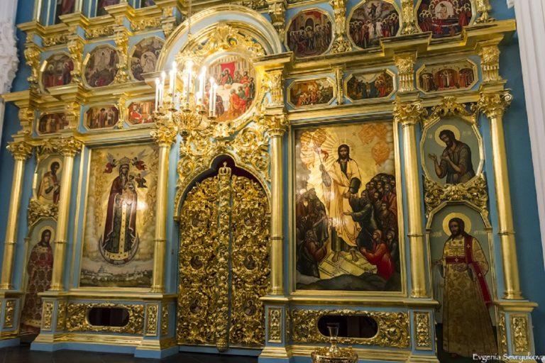 Восстановленный иконостас Воскресенского собора Ново-Иерусалимского монастыря