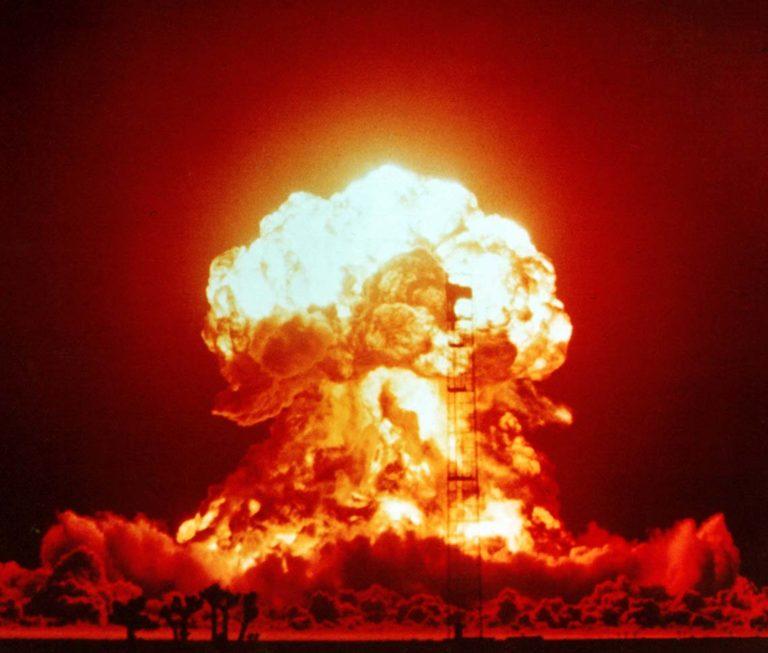 Взрыв однофазной ядерной бомбы мощностью 23 килотонны. 1953