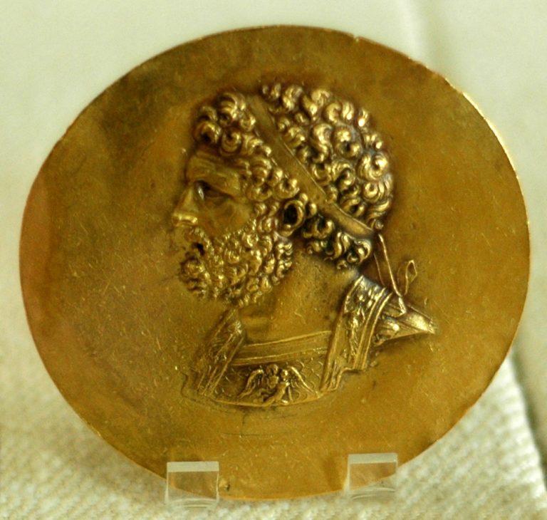 Золотой медальон с изображением Филиппа II Македонского (382—336 гг. до н.э.)