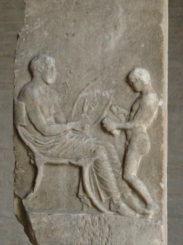 Мальчик, читающий свиток, декламирует поэму под музыку. Ок. 420 до н.э.