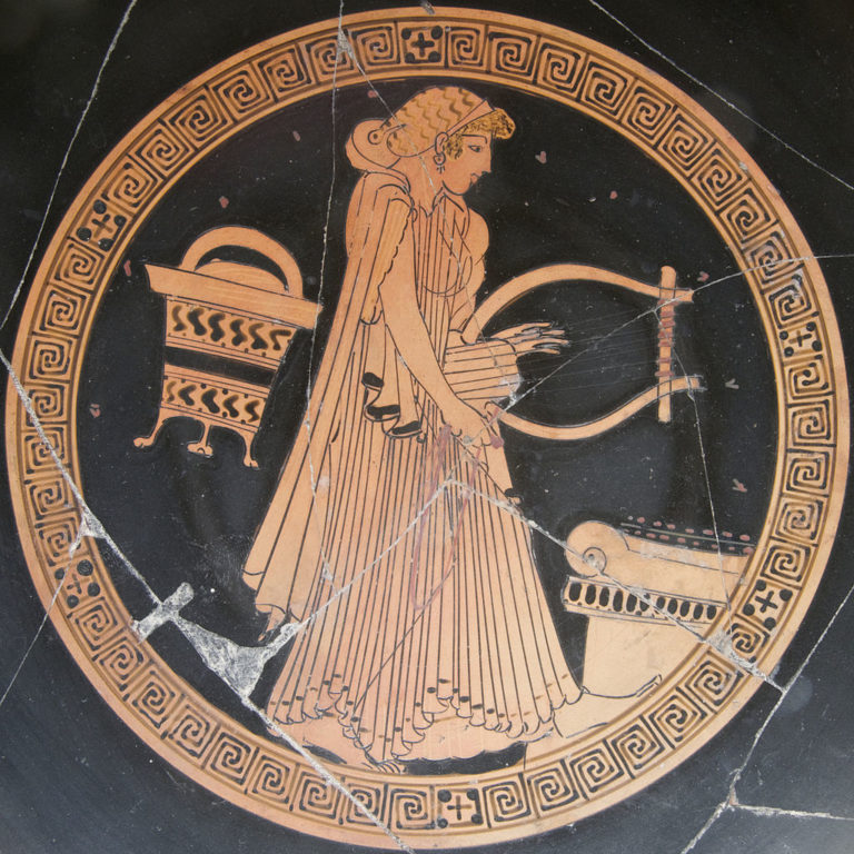 Женщина с лирой возле алтаря. Ок. 480 до н. э.