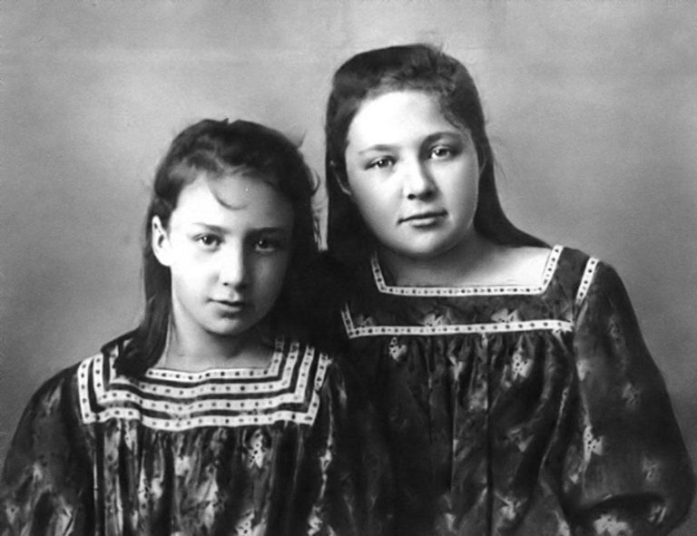 Анастасия и Марина Цветаевы. 1905