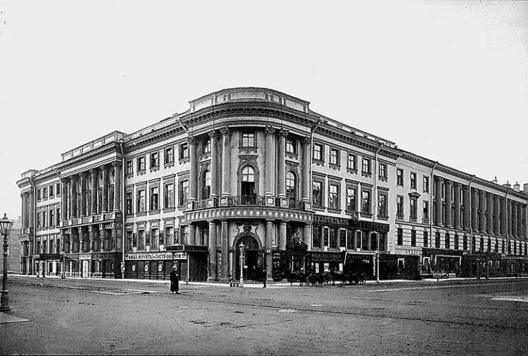 Дом Елисеевых на углу Невского проспекта и реки Мойки, где в 1919—1923 гг. располагался Дом искусств