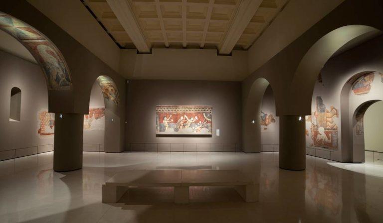 Экспозиция фресок в Национальном музее искусства Каталонии. Барселона