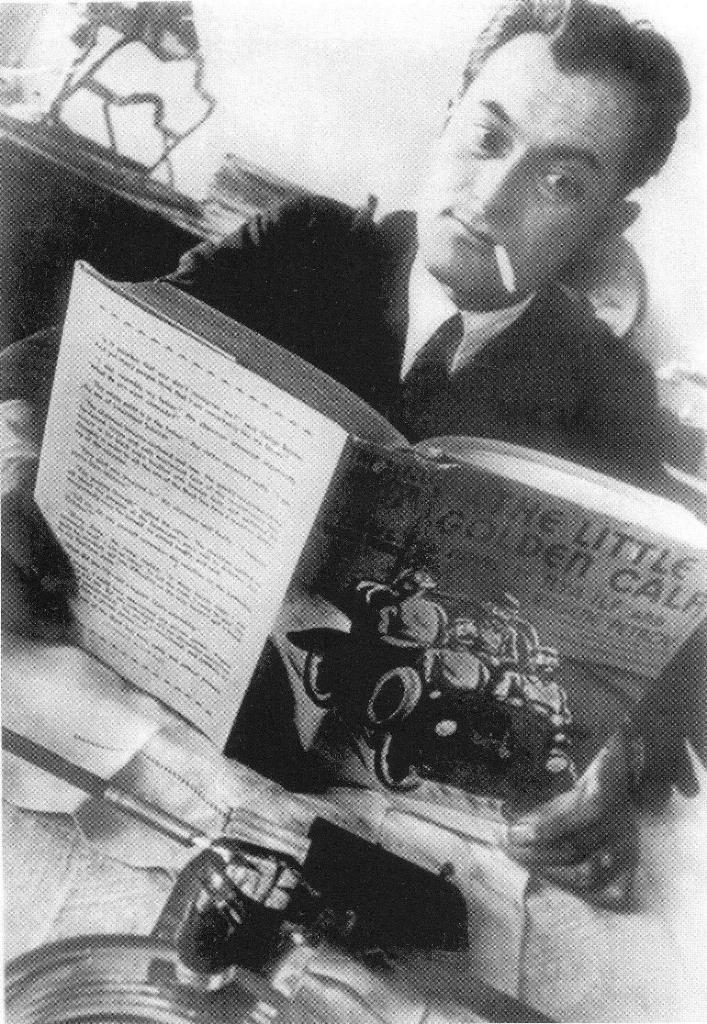 Евгений Петров читает роман «Золотой телёнок» в английском переводе. 1930-е