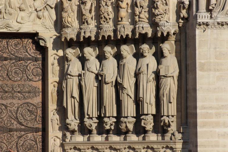 Фигуры западного портала Нотр-Дам де Пари