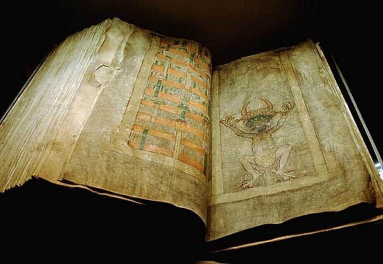 Гигантский кодекс из Богемии. Разворот с дьяволом. XII в.