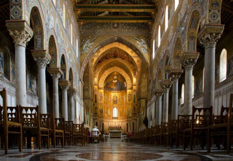 Главный неф и апсида собора Монреале. XII в. Сицилия