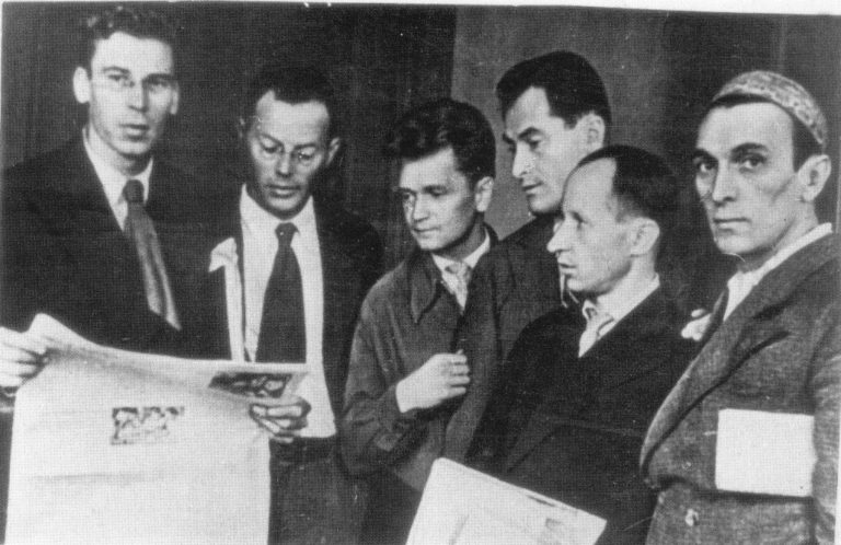 Ильф и Петров, Кукрыниксы и пародист Александр Архангельский на Первом съезде советских писателей. 1934