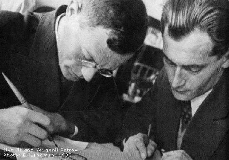 Илья Ильф (Иехиел-Лейб бен Арье Файнзильберг, 1897–1937) и Евгений Петров (Катаев, 1902–1942). 1932