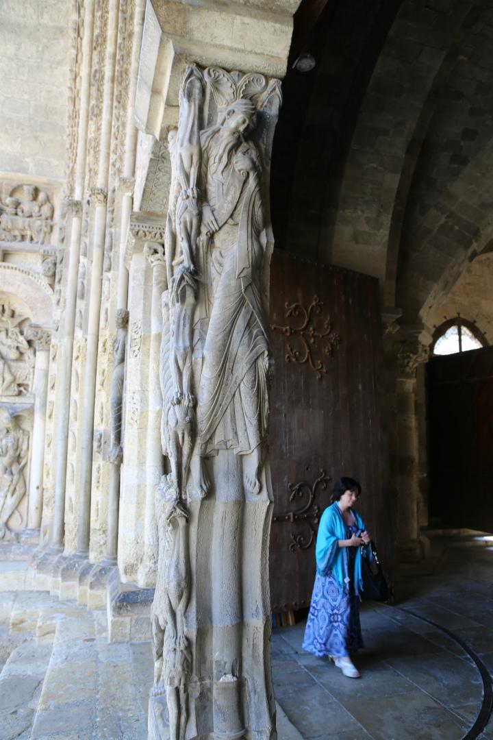 Интерьер собора Сен-Пьер